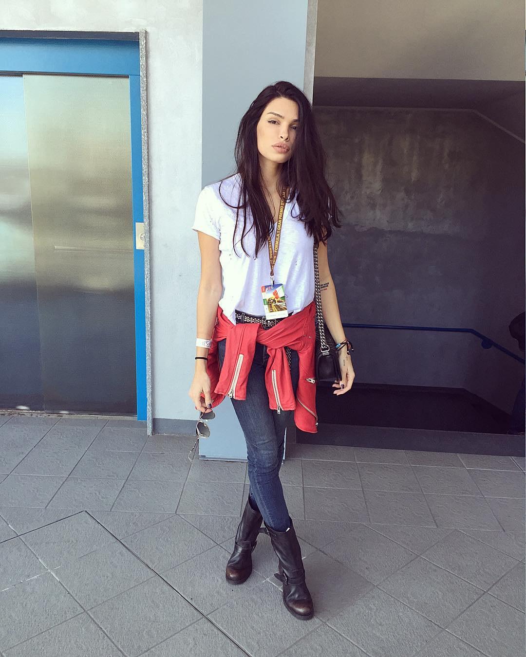 Model Selena