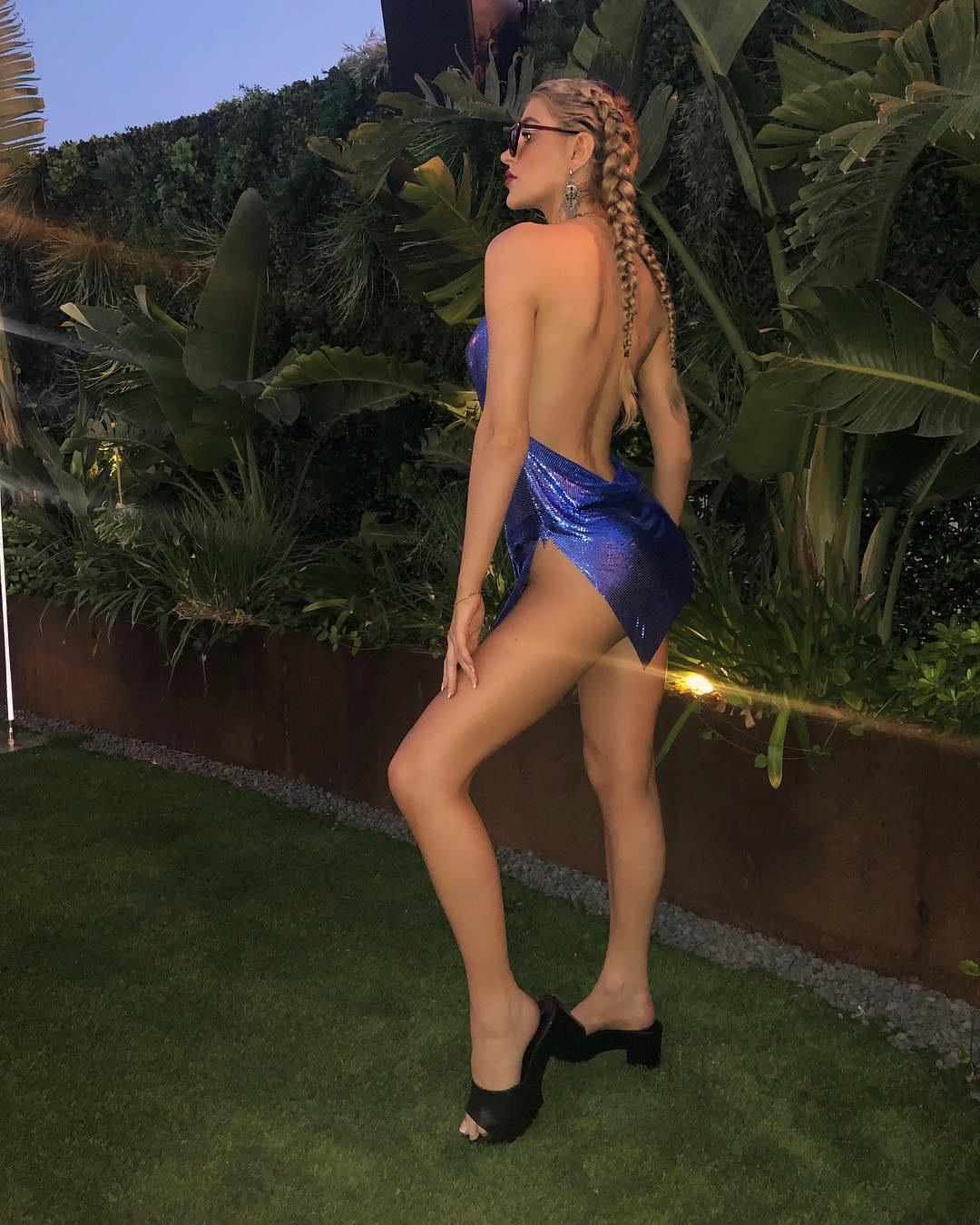 Model Lina