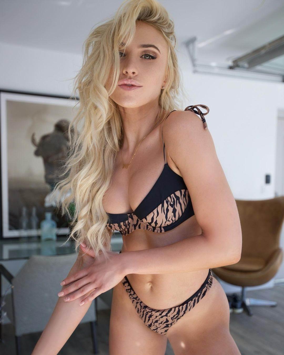 Model Liana