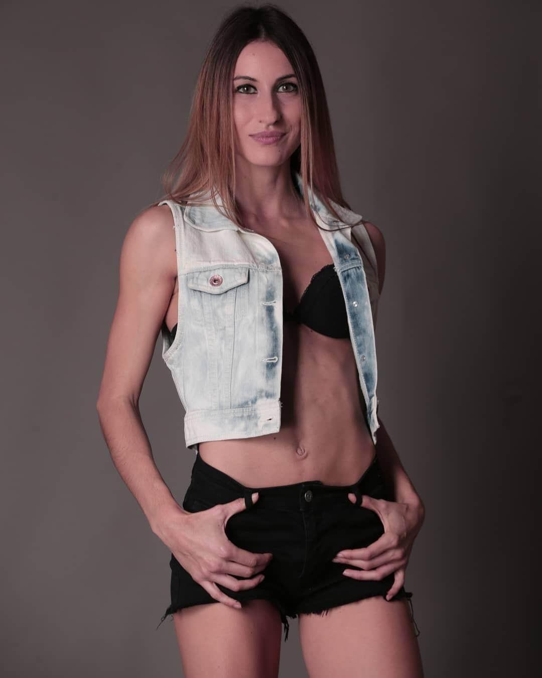 Model Leona
