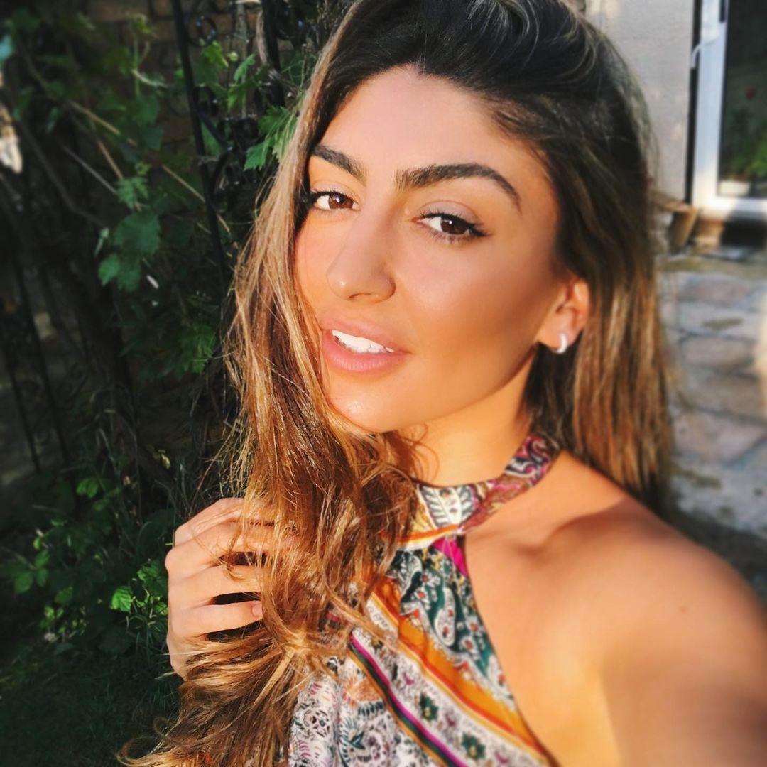Model Anissa